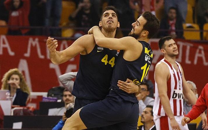 Fenerbahçe Olympiakos'u Yunanistan'da devirdi!