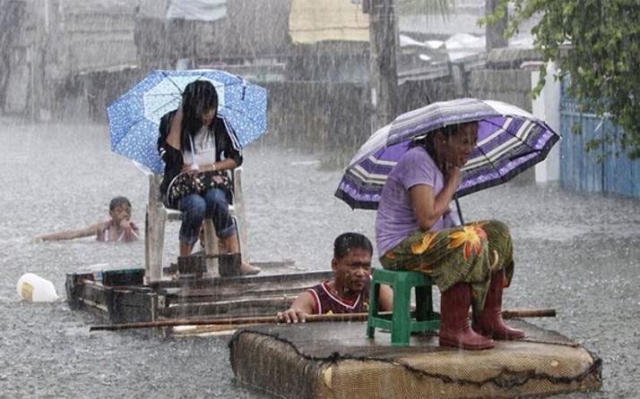 Kuzeyi etkisi altına alan tayfun 22 can aldı