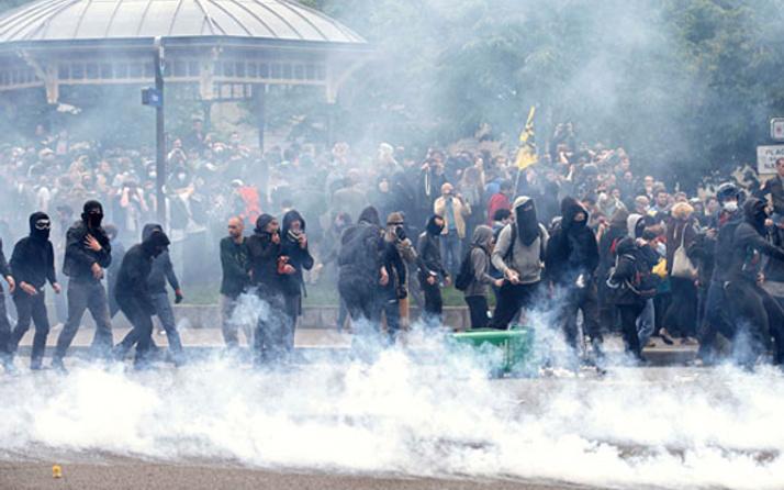 Eylemciler Fransa'da hayatı durduracak
