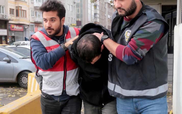 Dolmuş sürücüsü yolculara kabus yaşattı gözaltına alındı