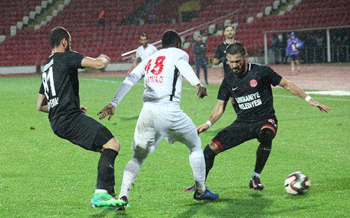 Balıkesirspor-Ümraniyespor erteleme maçında dramatik son!