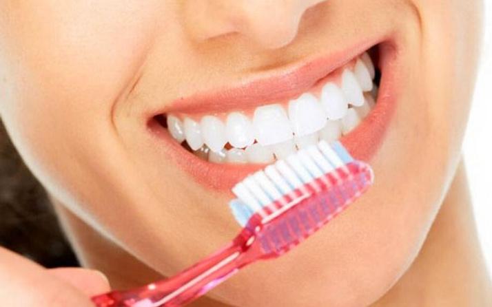 Ağız bakımı diş fırçalamakla bitmiyor! İşte yapmanız gerekenler...