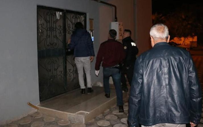 Adana'da skandal olay! Okul müdürlü, muhtarlı çeteye şafak operasyonu