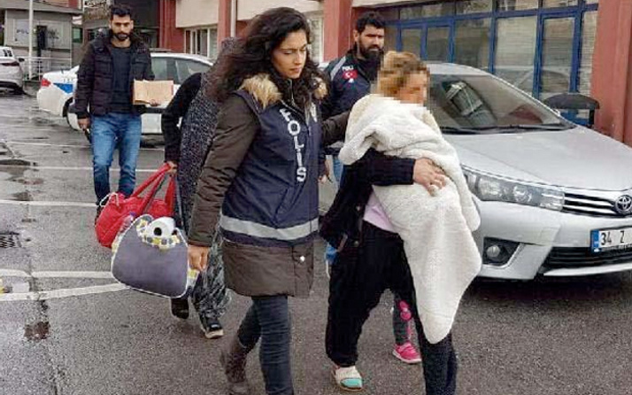 3 kilo altını bebek arabasına koyup kaçan 2 kadın yakalandı