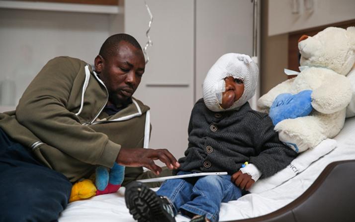 Küçük Mehdi sağlığına Türkiye'de kavuşacak yüzünün yarısını kapladı