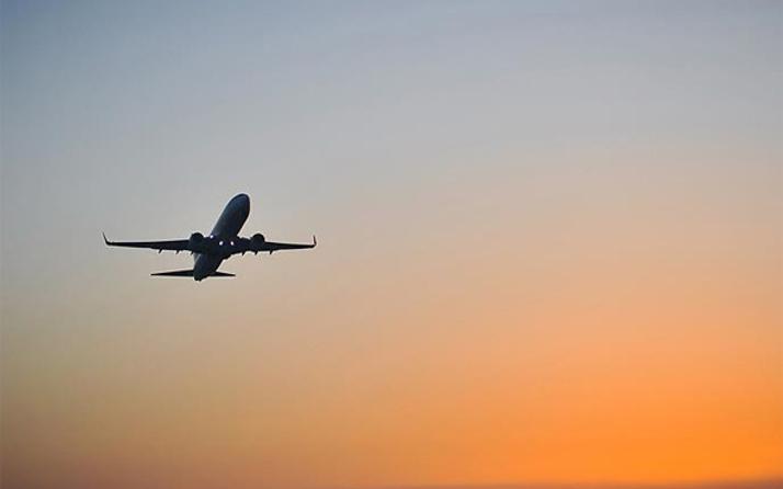 Yolcu uçağı insan kalbi için yarı yoldan döndü