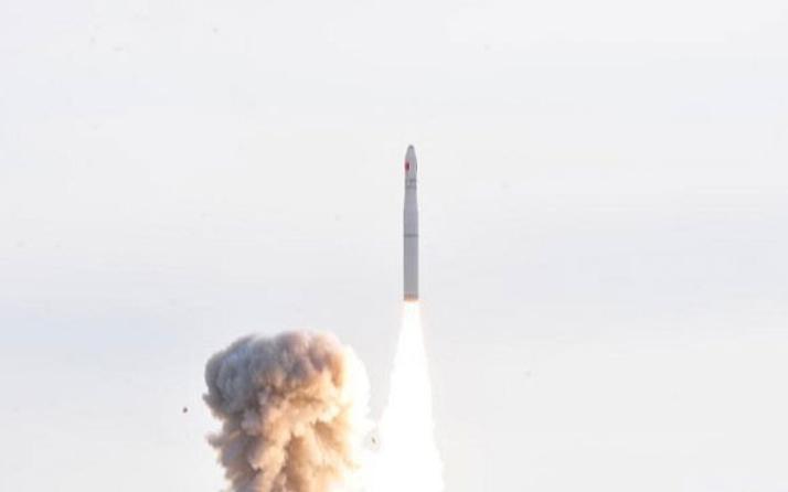 Çin, ilk deneysel iletişim uydusunu uzaya gönderdi
