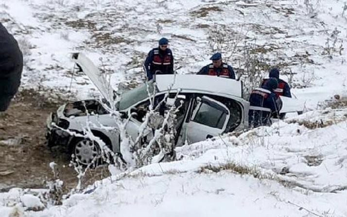 Ankara'da otomobil şarampole devrildi: 2'si imam, 3 ölü