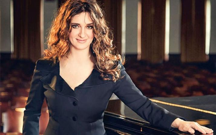 Ünlü piyanist Anjelika Akbar'a taksici tuzağı turist sanıp...