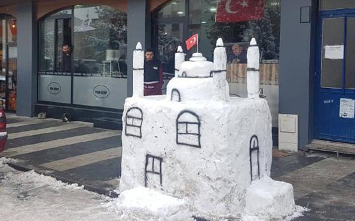 Kardan 4 minareli cami yaptılar
