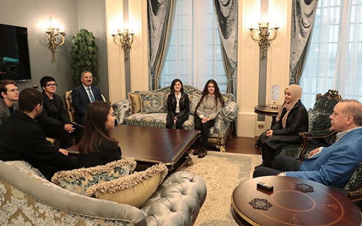 Erdoğan, o öğrencileri konutunda ağırladı