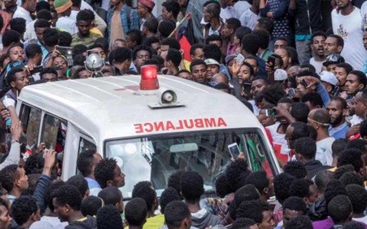 Okul bahçesine el bombası: 2 öğrenci öldü