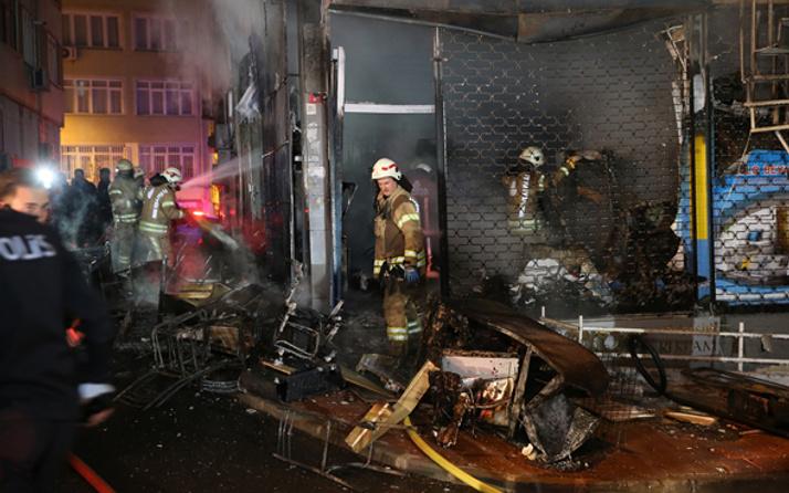 Fatih'te 5 katlı binada yangın