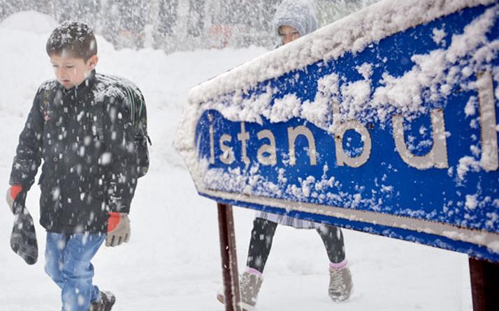 İstanbul'da hava buz kesecek! Kar saat 21.00'da bastıracak