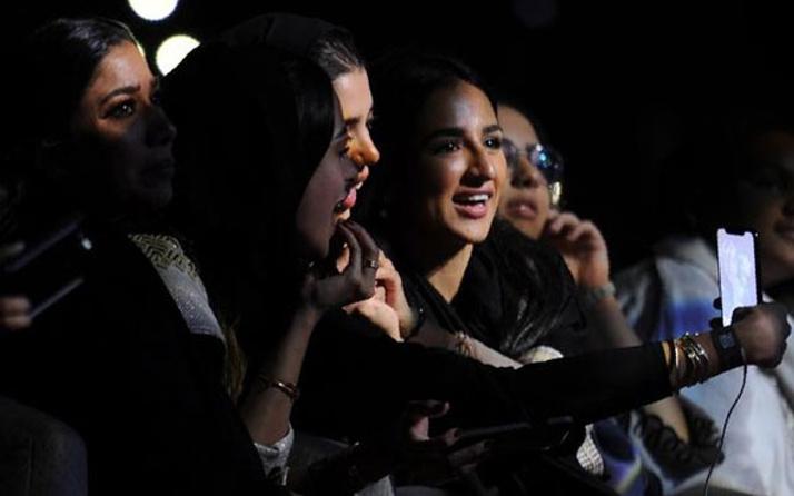 Suudi kadınlar yasakları yıktı!