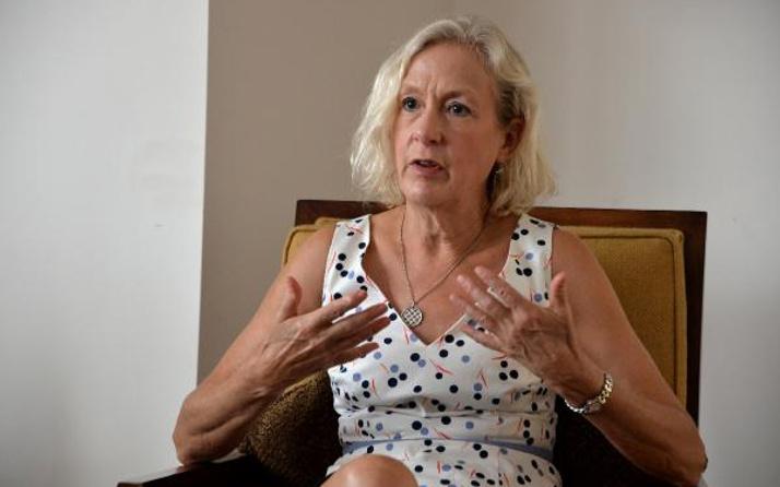 Adana ABD konsolosu Linda Stuart  Specht evine çağırıp veda etti