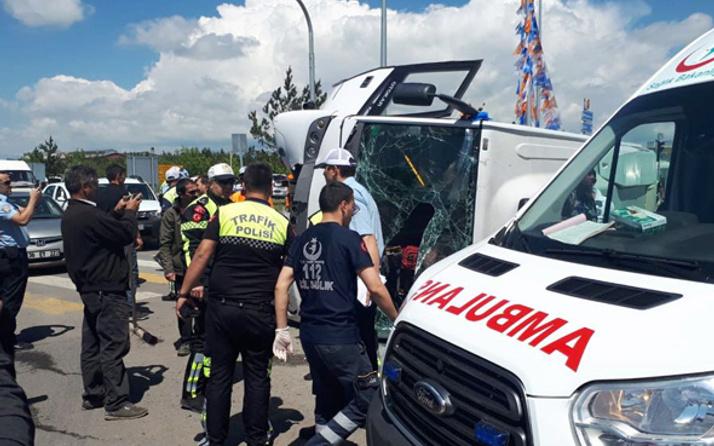 Başbakan'ın koruma ekibi kaza yaptı! 33 asker 2 polis yaralı