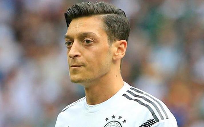 Mesut Özil'in tarihi golü için kim ne manşet attı?