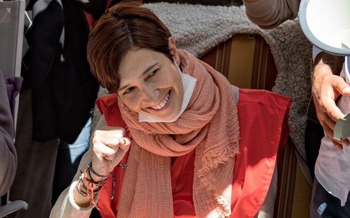 İhraç edilen Nuriye Gülmen gözaltında
