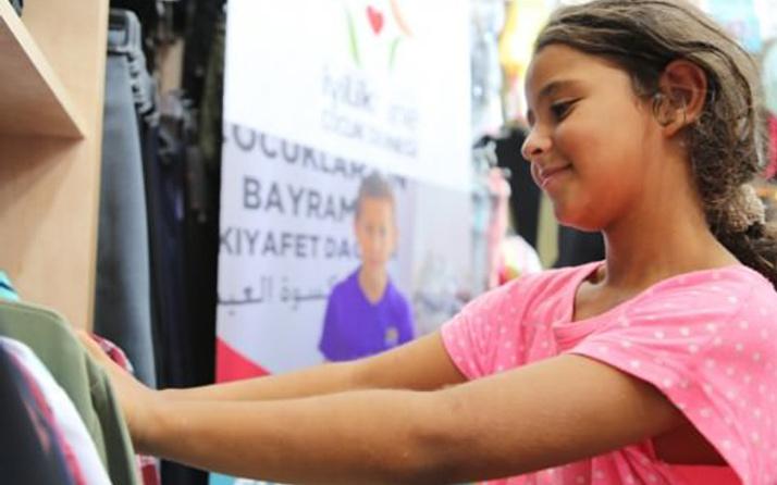 Kudüslü çocuklar bayramlıklarına kavuştu!
