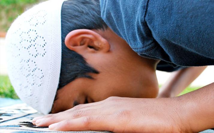 Arefe günü öğle ile ikindi ezanı arasında kılınacak namaz hangisi?