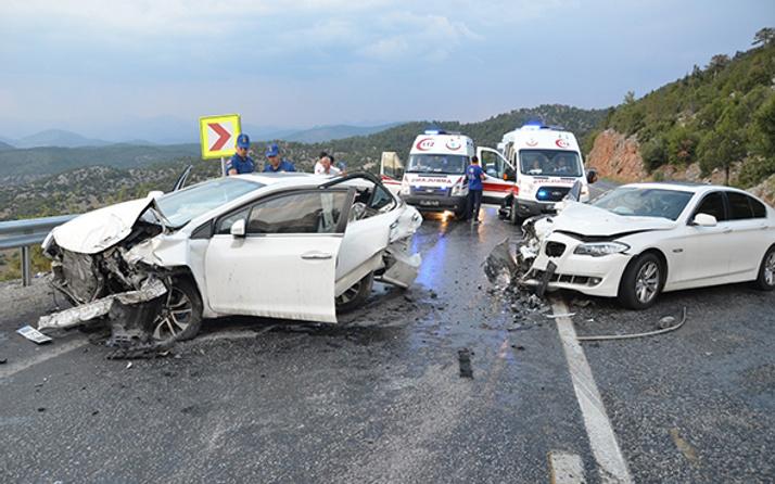 Antalya'da 6 araç birbirine girdi: Çok sayıda yaralı var!