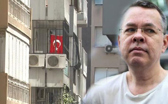Rahip Brunson'dan ilginç adım! Evine Türk bayrağı astı