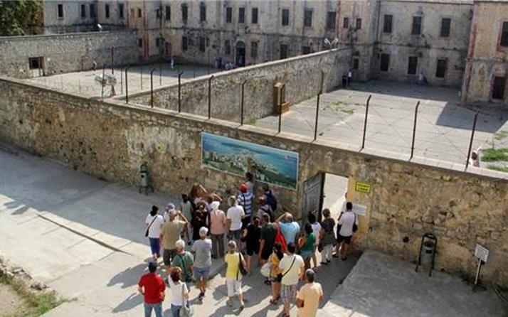 Tarihi cezaevine rekor sayıda misafir