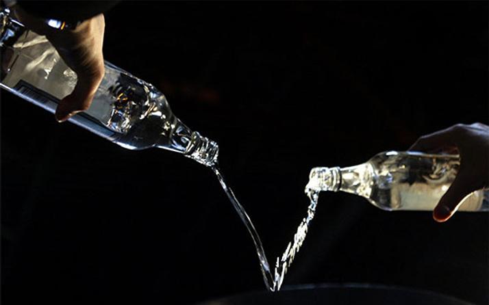 Alkollü içkilerde vergi yüzde 13.4 arttı 70'lik rakının 80 lirası verdi