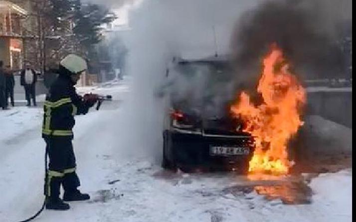 Kontağı çevirdiği anda otomobilde yangın çıktı