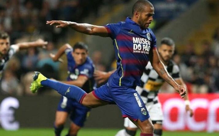 Galatasaray'ın yeni transferi penaltı kaçırdı veda etti