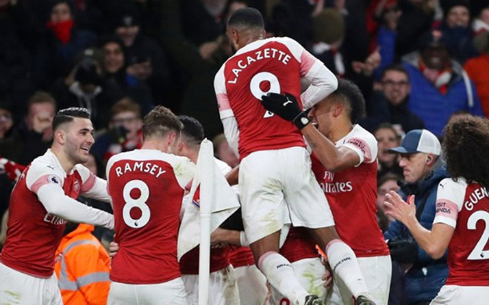 Arsenal Chelsea'yi yıktı