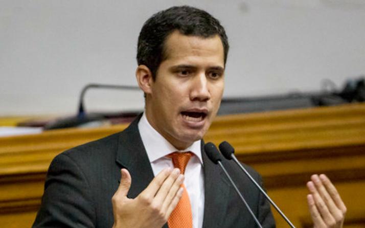 Guaido Maduro'yu devirebilmek için askerlerle görüşüyor