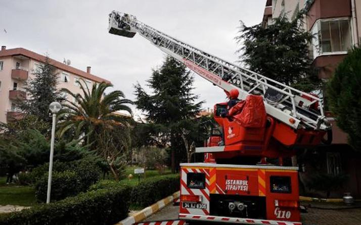 Üsküdar'da apartmanda yangın paniği