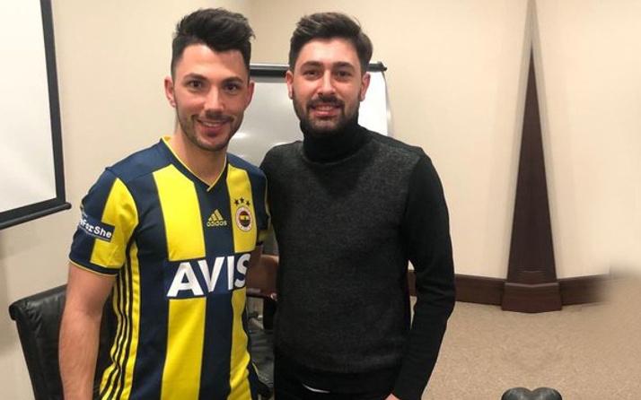 Tolgay Arslan resmen Fenerbahçe'de! Formayı giyip poz verdi