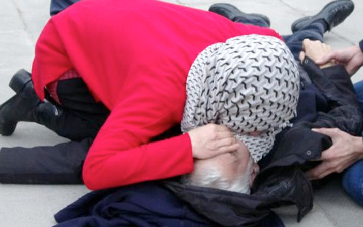 Genç kadın yaşlı adamı suni teneffüs ile hayata döndürdü