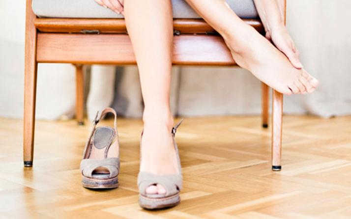 Topuklu ayakkabılar bel fıtığına sebep olur mu?