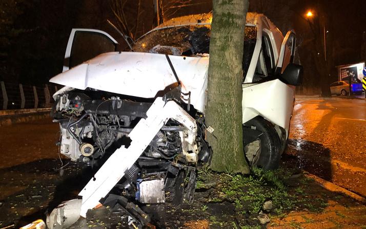 Bursa'da feci kaza! Ağaca çarpınca durabildi