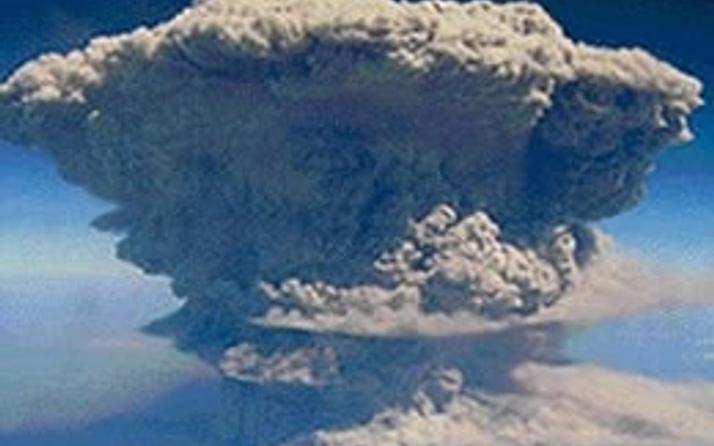 Uçuş sırasında volkan patladı