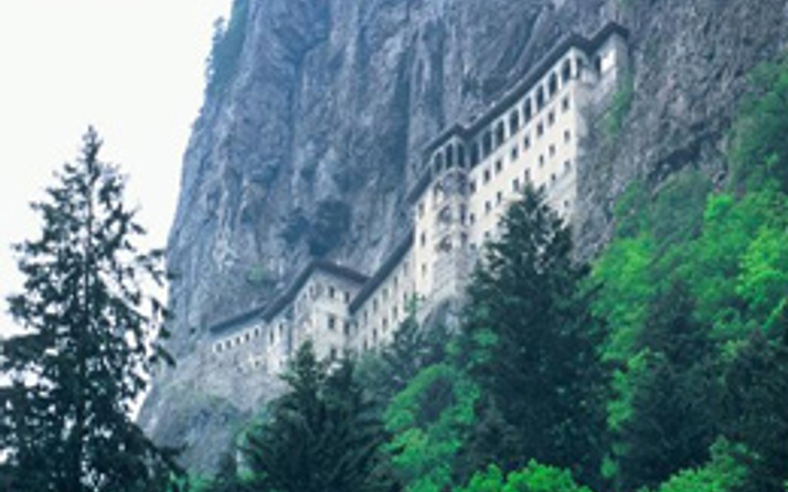 Tarihi ibadethaneler canlanıyor