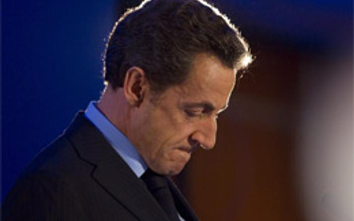 Sarkozy senatoda darbe yedi