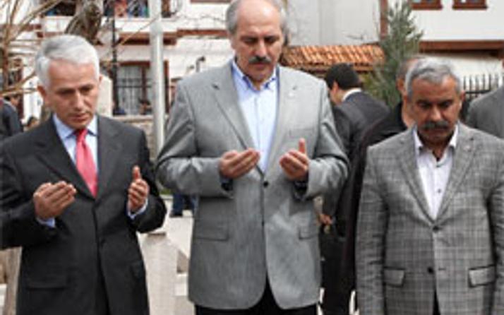 Kurtulmuş, Yazıcıoğlu'nun kabrinde