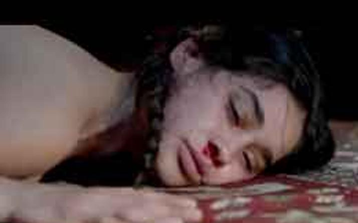 Gerdek gecesinde dayak (video)