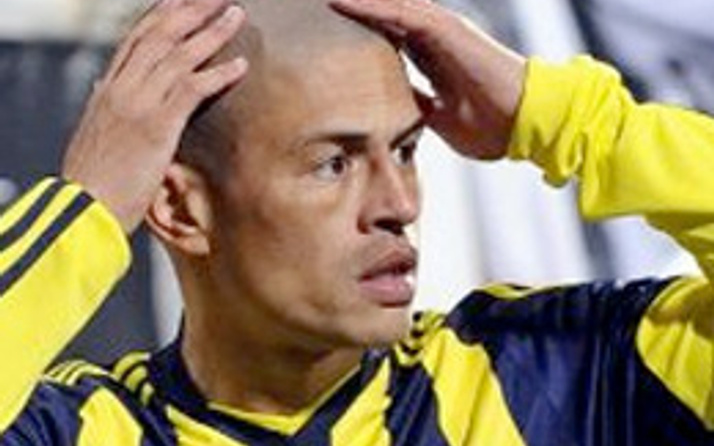 Alex de Souza trafik kazası geçirdi