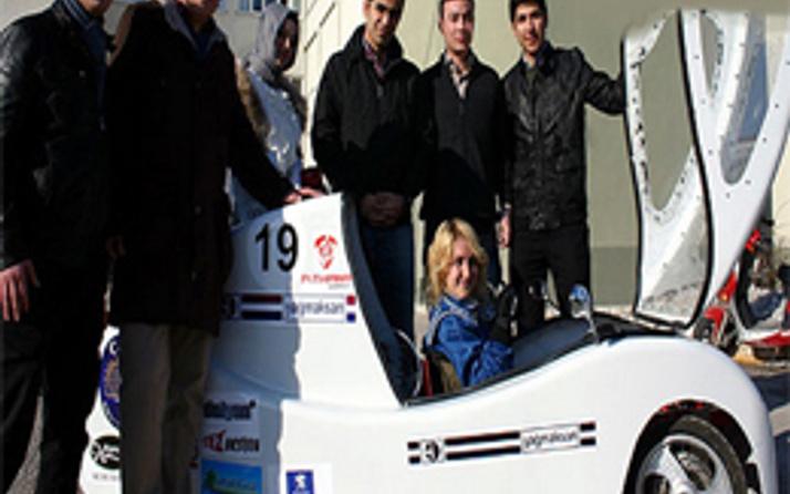 Hidrojen yakıt pili sistemiyle çalışan otomobil yapıldı