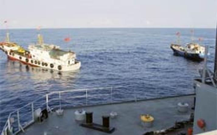 Güney Çin denizinde iki ülke kapışıyor