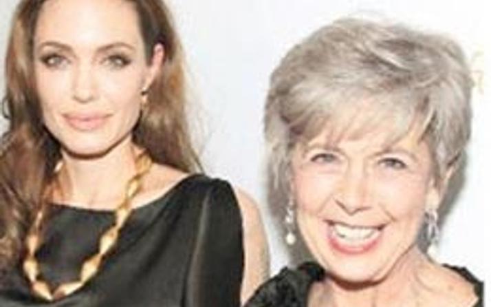 Angelina Jolie kayınvalidesiyle kavgalı