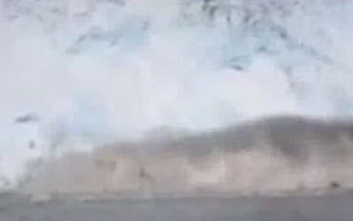 Dev buzul denize böyle gömüldü!