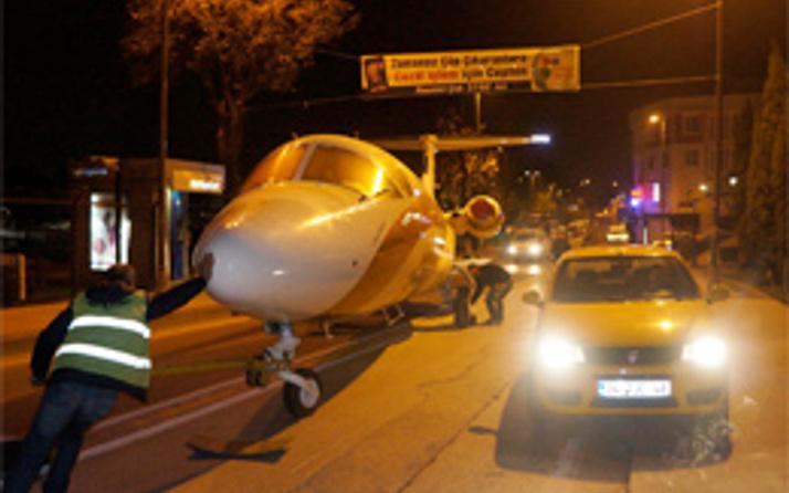 Trafikte uçak görenler şaşkına döndü