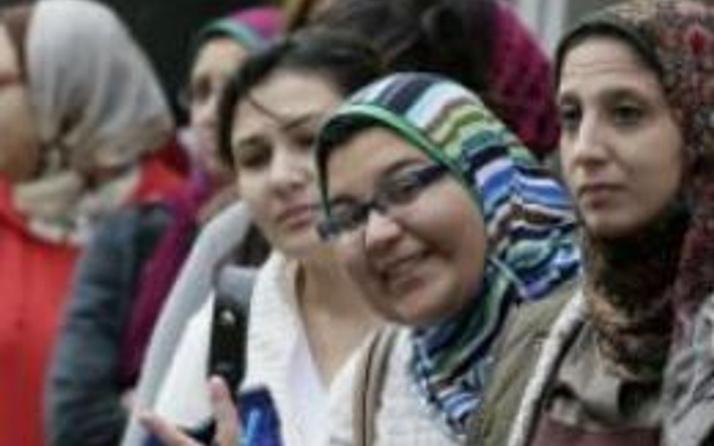 Mısırlılar yeni anayasayı oyluyor